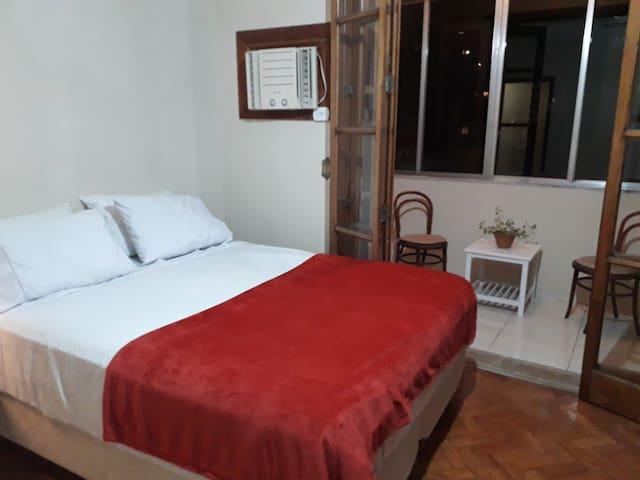 Suite c/ varanda e ar condicionado - Leblon