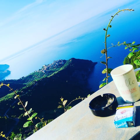 Glimpse of the Sea over Vernazza