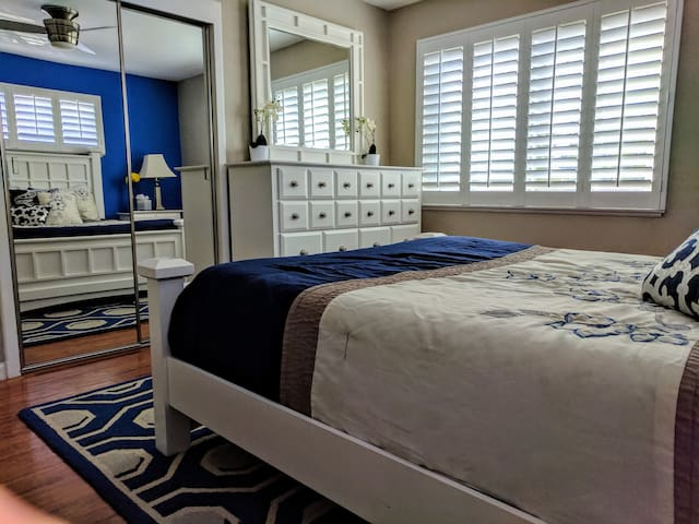 New Luxury Deluxe Bedroom with Private Bathroom!