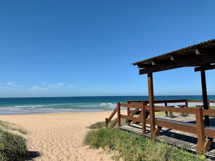 3 Bedroom Holiday Home Unpacked Beaches , Dining