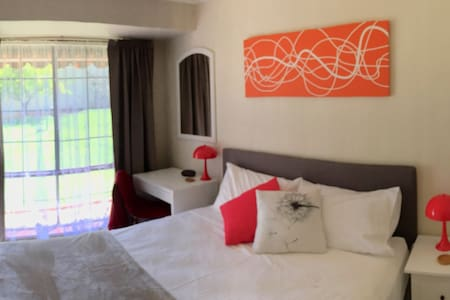 Murdoch Station Bed and Breakfast private rooms - Leeming - 住宿加早餐