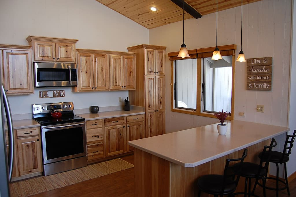 Open kitchen and breakfast bar.
