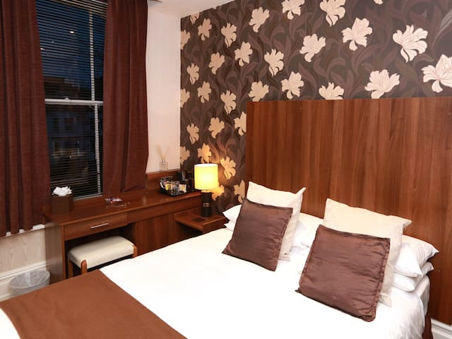 Small-Double room-Ensuite