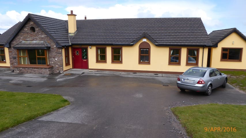 Beautiful House on Wild Atlantic Wa - Stradbally
