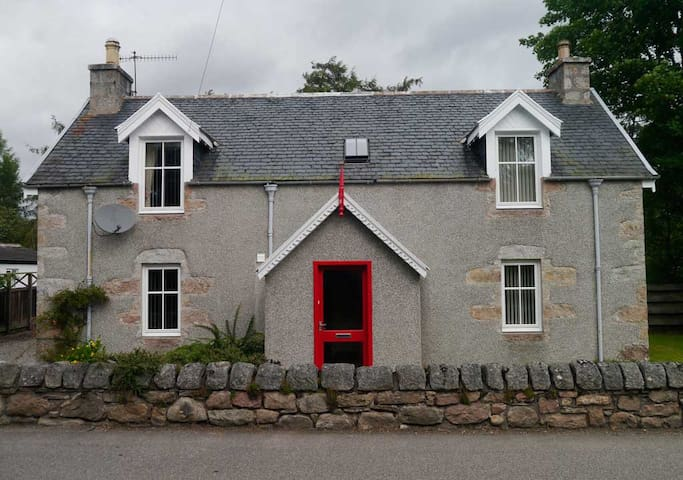 Lynroy, Traditional Highland Cottage, Carrbridge - Carrbridge - บ้าน