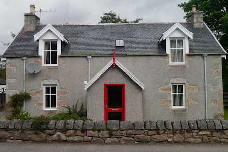 Lynroy, Traditional Highland Cottage, Carrbridge - Carrbridge - Rumah