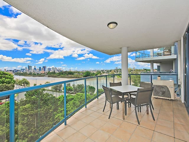2 BR Apt with Amazing Views - Toowong - Appartement