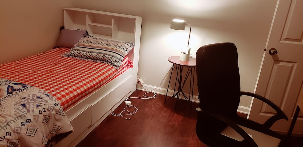 Female Guest only (Room close to Yale hospital)