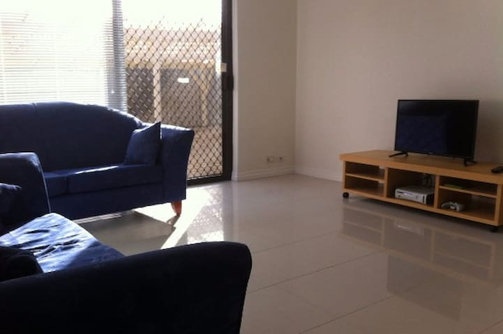 Beautiful self contained villa - Mount Pleasant - Villa