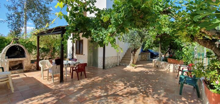 Independent apartment in villa