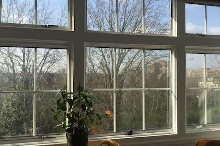 Smart sunny top floor flat, Hackney