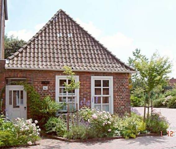 Am Wasser zu Hause - Historisches Pfarrhaus - Sande - Casa