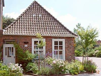 Am Wasser zu Hause - Historisches Pfarrhaus - Sande