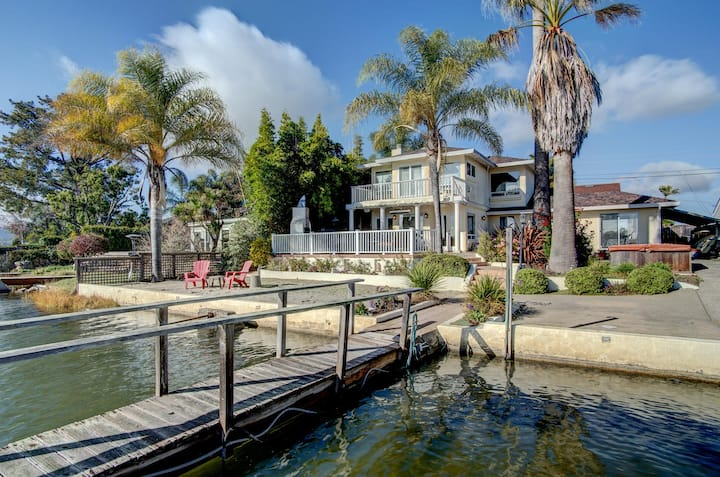 4 BR Waterfront Home, Private Beach