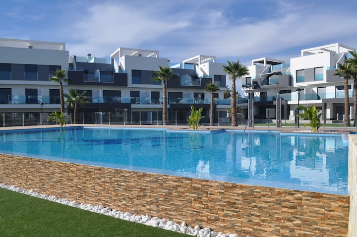 Holiday apartment in Alicante with swimming pool