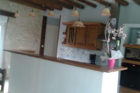 maison à la ferme avec une chambre - Haus