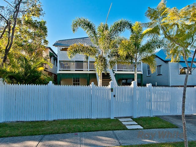 Beautiful Queenslander home in Enoggera - Enoggera
