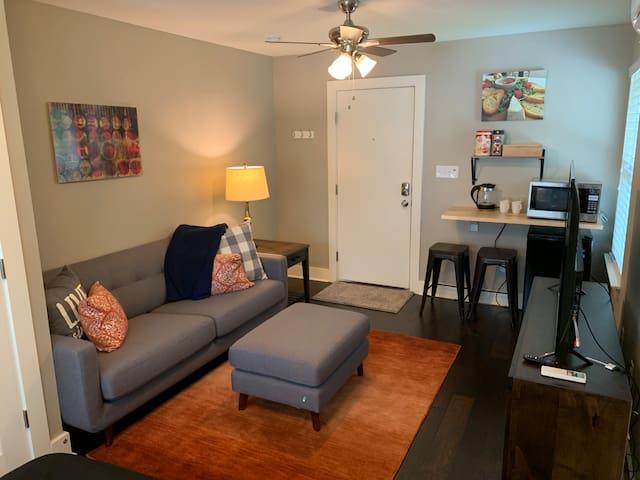 Cozy studio apartment in a great location!