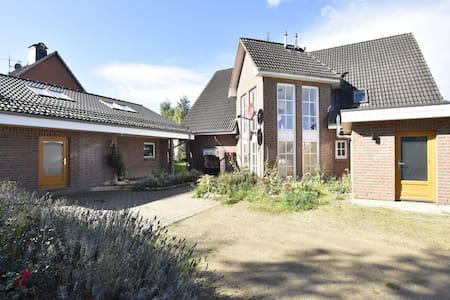 4-room holiday apartment with garden only 5 minutes to the lake