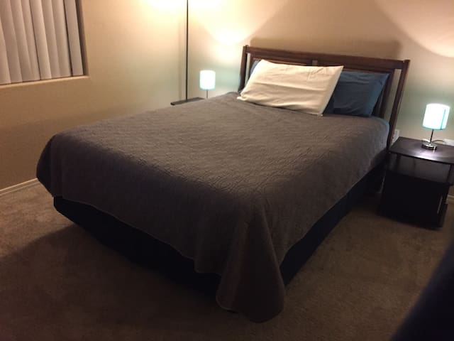 Cozy Bedroom with Queen bed and Full Amenities - North Las Vegas - Pis