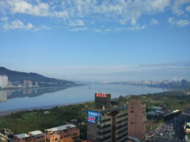 Tamsui River view suite, 2min MRT