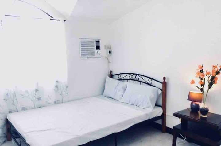 ⭐️Gorgeous 2 bedroom near airport with fast WiFi!⭐️