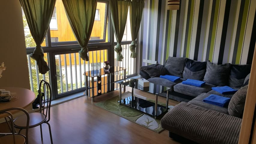 FREE WIFI N PARKING- 2DBL BED4 SLEEP CLOSE TO CITY