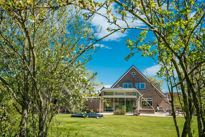 Scenic Villa near Bergen close to the sea