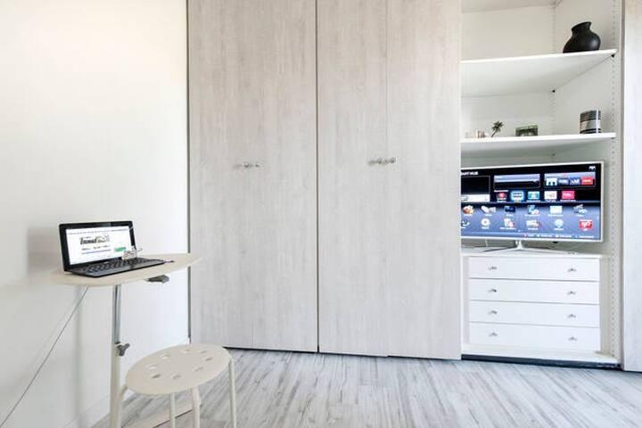 Nice Room,Aircon, Ensuite bathroom&Breakfast! - Roma - Apartamento
