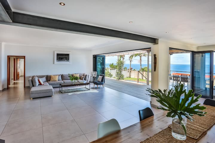 Ashley Beach House- Magnificent sea views
