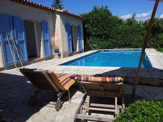 Villa, large garden & pool, views,20km Nice, 4 B/R - Gattières - House