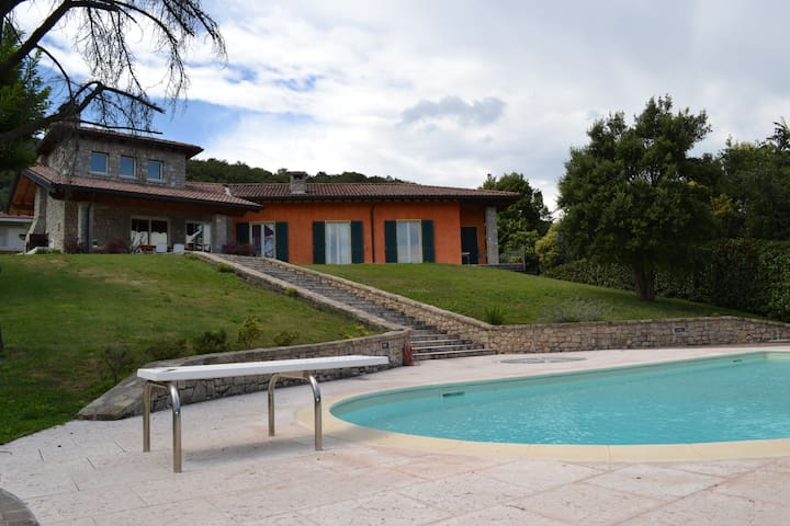 Esclusiva villa vista lago&piscina - Barcuzzi - Villa