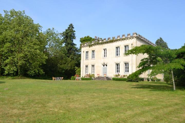 Château de la Partoucie - Confolens - Kasteel