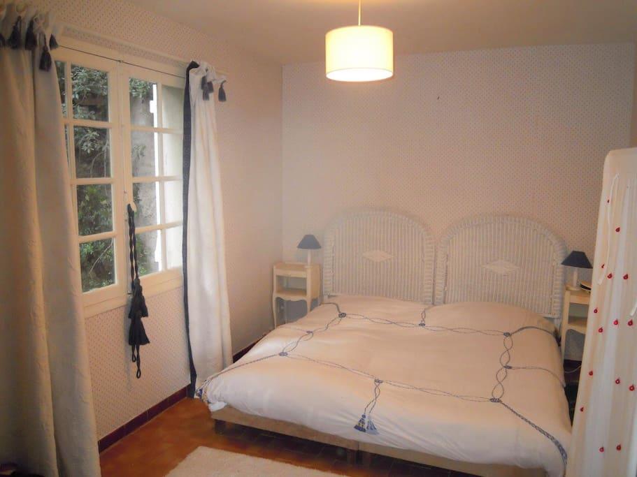 Chambre 1 (lit double)