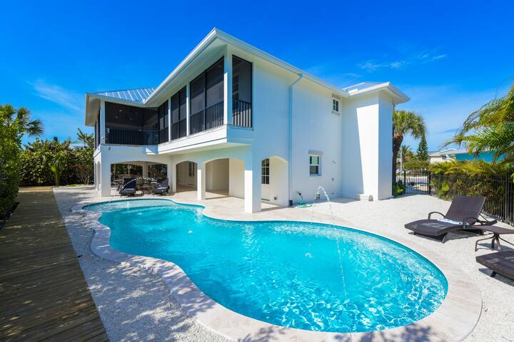 Pelican's Nest - Beautiful Brand New Luxury Home! Private Pool