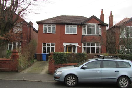 Cosy double bedroom in family home. - Stockport - Σπίτι