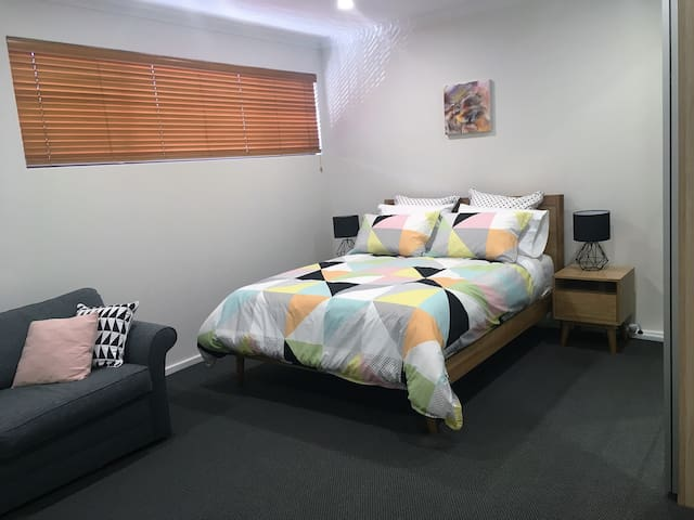 Main bedroom with new comfortable Queen size bed & Moran sofa bed.
