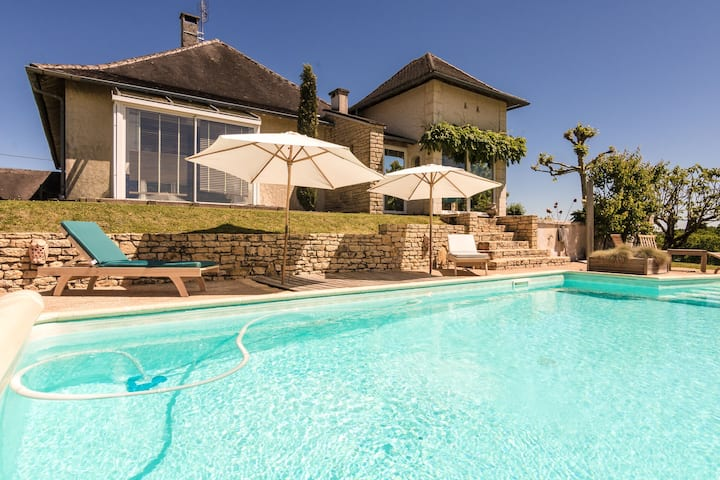 Cozy Villa in Saint-Bonnet-la-Rivière with Swimming Pool