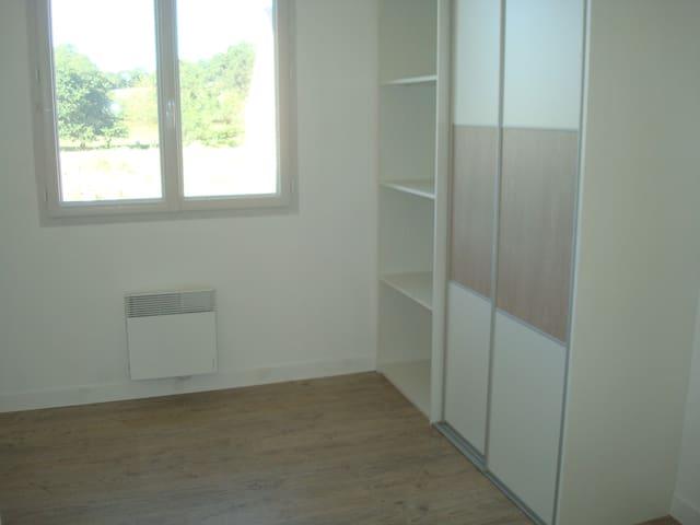 Chambre sympathiue - Chailland - Dom