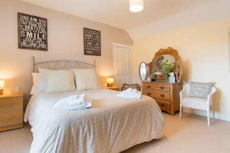 Cornish granite cottage & parking - Helston