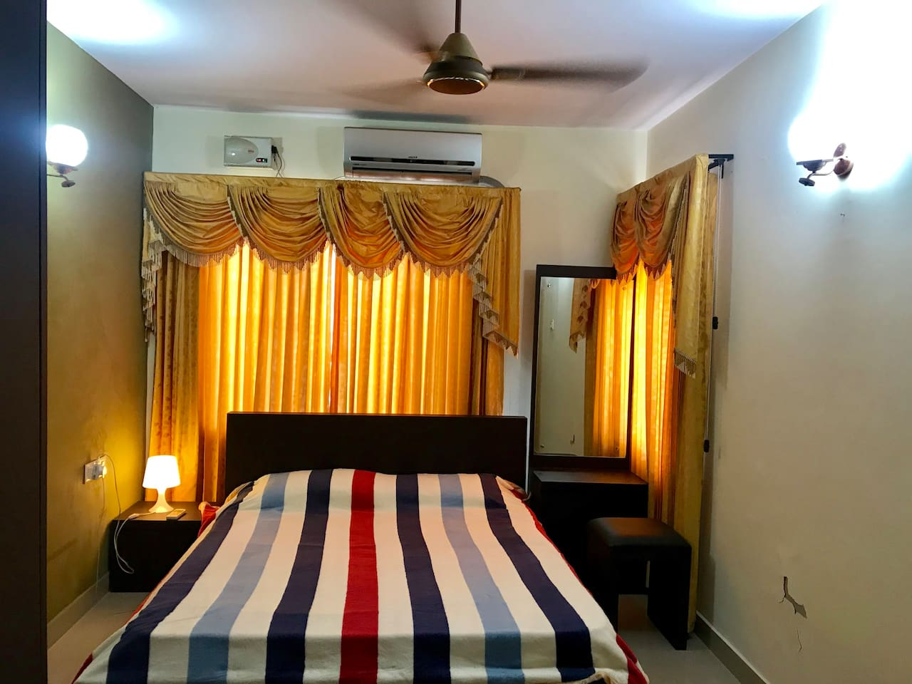 One bedroom Hall with Queen in bed in the bedroom and 2 single beds in with living room, one bathroom and kitchen with cooking facility