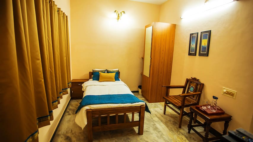 Veedu Home Stay - Single  Bed Rooms