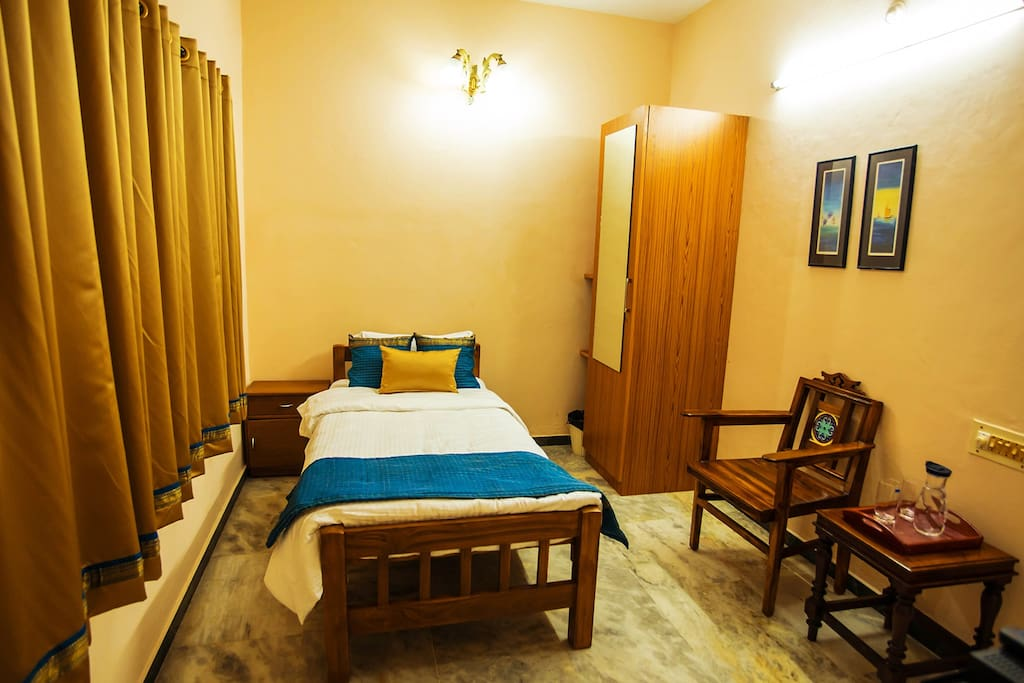 Veedu home stay single bed rooms apartments for rent in chennai tamil nadu india for Single bedroom flats for rent in chennai