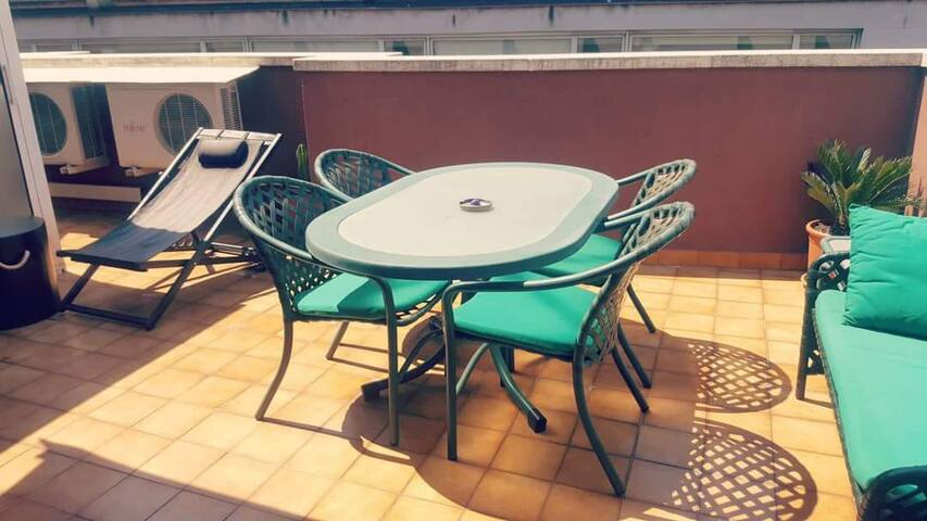 Private doble room with terrace in Barcelona