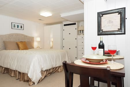 Pet Friendly Efficiency Close to DC - Kensington - Huis