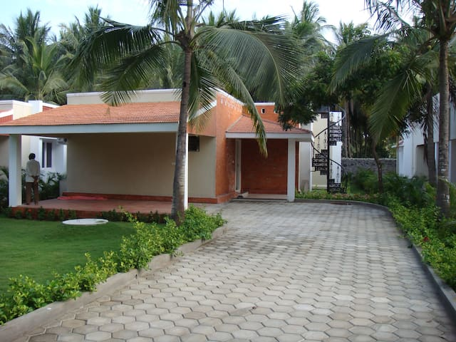 3 Bedroom Beach House/Villa in ECR - Muttukadu