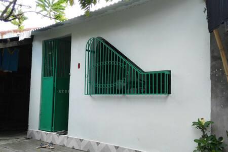 Small line house - Rumah