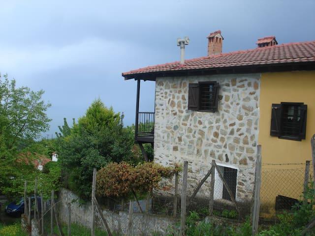 Παραδοσιακή Εξοχική Κατοικία στον Π. Παντελεήμονα - Palaios Panteleimonas - Reihenhaus