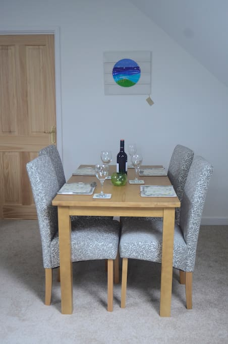 Dining area for up to 4 people