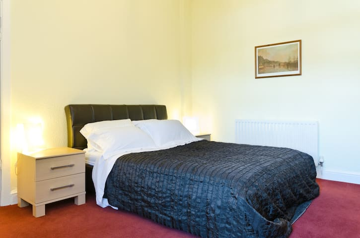 Spacious Seaside Double - West Kirby - Apartament
